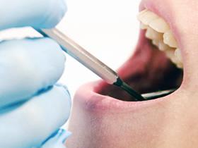 認知症の方への歯科治療